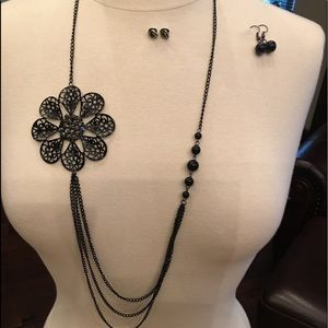 🔴FOR BUNDLES ONLY🔴 Black Necklace w/2 earrings